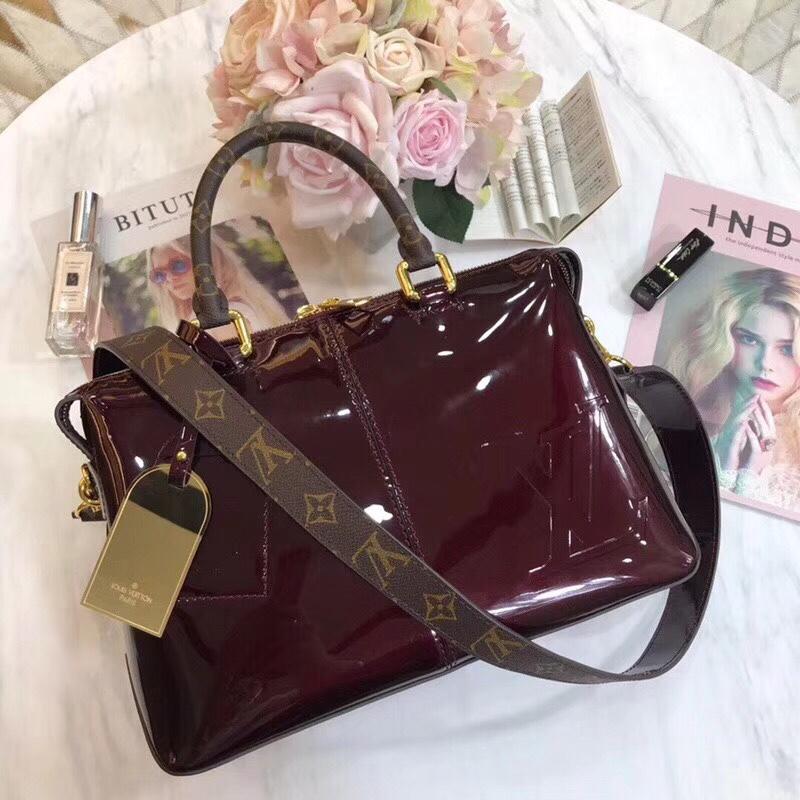 ccb7f922b1d7 Những lý do bạn cần mua Túi xách Louis Vuitton Tote Miroir ...